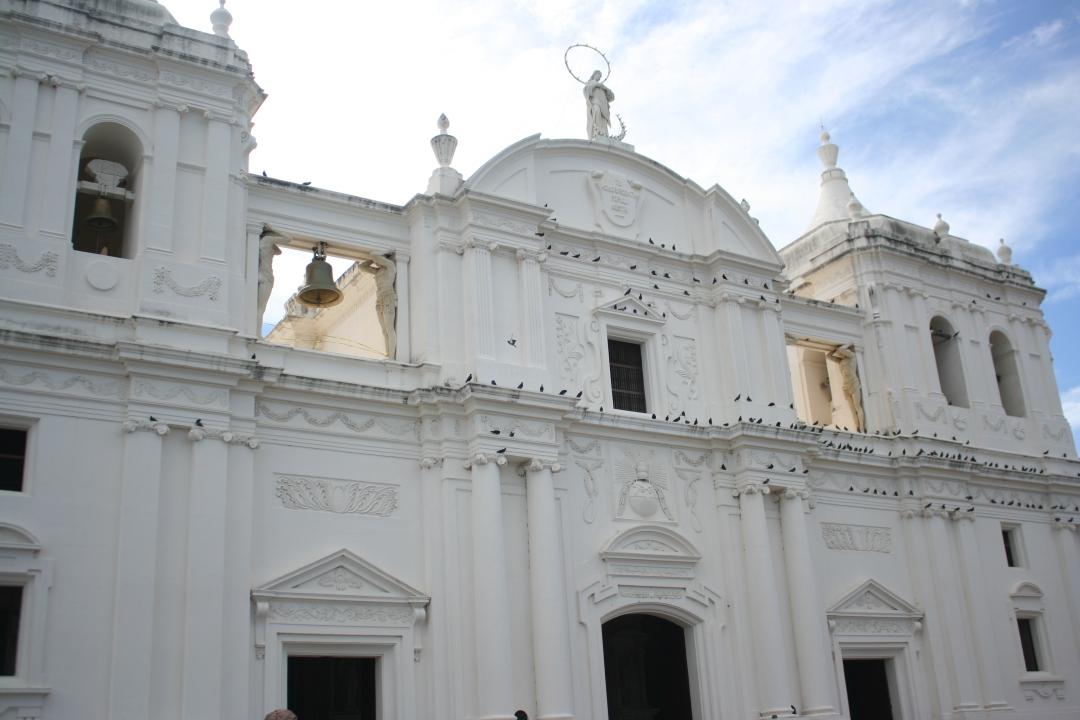 facade leon cathedral