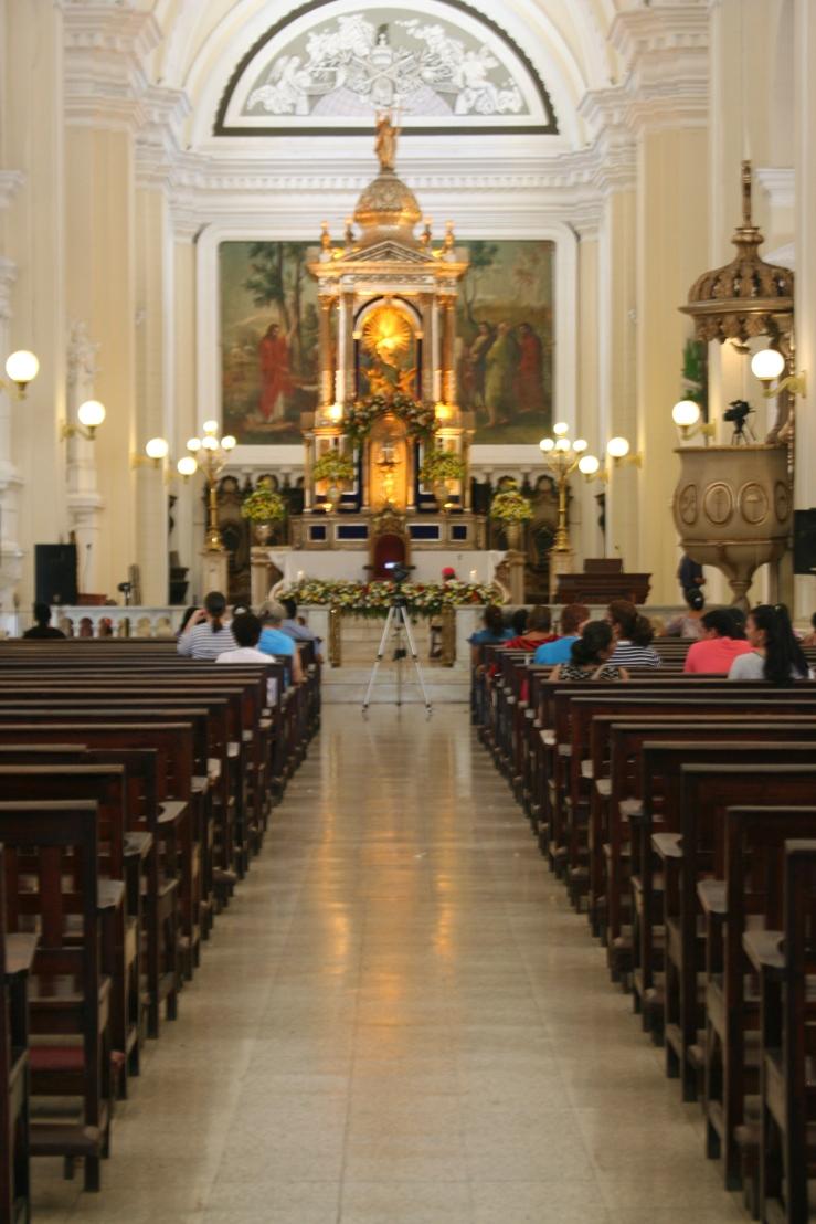 interior leon cathedral
